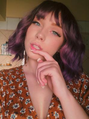 Rouge Mix Purple Wavy Bob Synthetic Capless Wigs with Wispy Bangs
